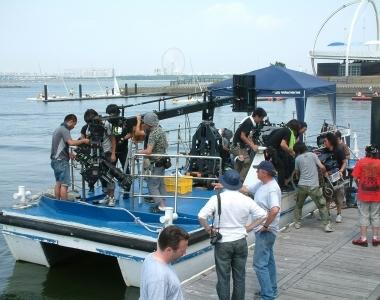 船舶にカメラクレーンを載せての撮影が可能です
