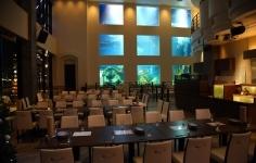 水槽のあるレストラン